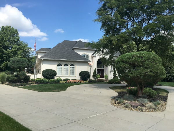 H&M Landscaping Weekly Lawn Maintenance in Northeast Ohio