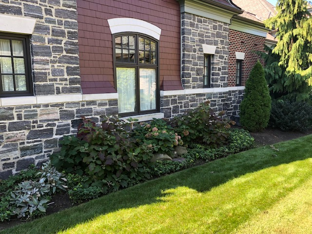 Cleveland's H&M Landscaping Ground Cover & Mulch Installation